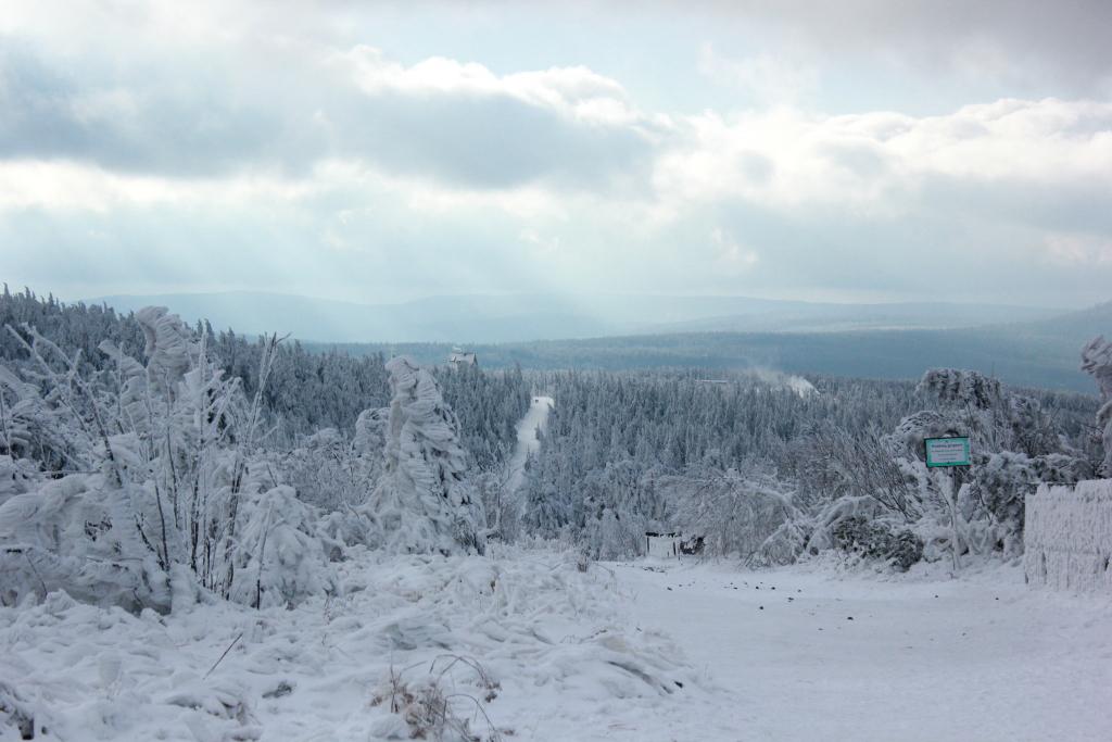 Blick vom Fichtelberg ins Tal