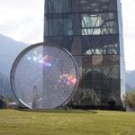 Spielturm und Kristallscheibe