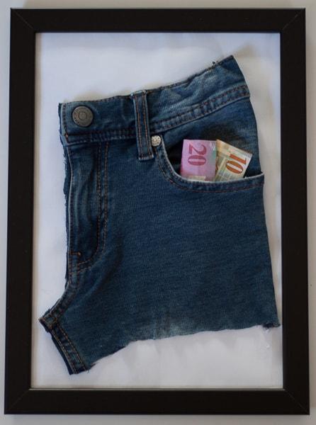 Geld in Jeans-Tasche (vorne)
